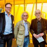 Till Breckner, Christo und Claus Harden,  dessen brandneuer VW Käfer 1963 in Düsseldorf verhüllt wurde
