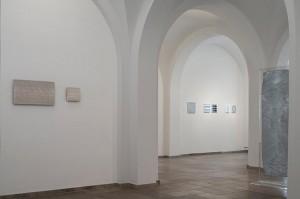 Heinz Mack Ulm, Ausstellungsansicht Ehinger Stadel © Ulmer Museum, Foto Martin Rudau
