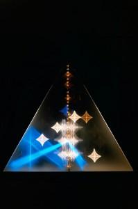 Heinz Mack: Großes Licht-Prisma, 1983, 2013 restauriert. Plexiglas, elektronisches Zubehör 253 x 292 x 90 cm. Atelier Mack © VG Bild-Kunst, Bonn 2015. Foto: Heinz Mack
