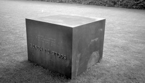Piero Manzoni, Socle du Monde, 1961 © Ole Bagger, Courtesy of HEART