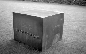 Piero Manzoni, Socle du Monde, 1961 (c) Ole Bagger, Courtesy of HEART