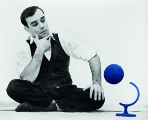 Yves Klein and the Blue Globe 14 rue Campagne-Première, Paris, 1961 Artwork © Yves Klein, ADAGP, Paris / SABAM, Bruxelles, 2017 Photo © Harry Shunk and Janos Kender © J.Paul Getty Trust. The Getty Research Institute, Los Angeles