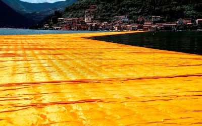 Christo & Jeanne-Claude - The Floating Piers. Fotografie von Wolfgang Volz, 70x106 cm, Auflage 7 Exemplare © 2016, Wolfgang Volz