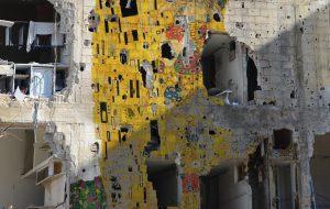 Tammam Azzam, Freedom Graffiti, Gustav Klimt's 'The Kiss', 2013 © Tammam Azzam