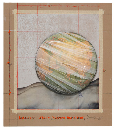 Christo, Wrapped Globe (Eurasian Hemisphere), 2019 | Foto: Jack Kulcke