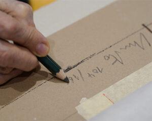 """Christo signiert und nummeriert die Edition """"Wrapped Globe (Eurasian Hemisphere)"""""""