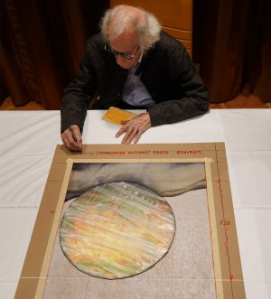 """Christo signiert und nummeriert die Collage-Grafik """"Wrapped Globe (Eurasian Hemisphere)"""""""