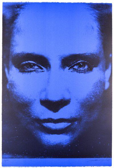 Katharina Sieverding, Die Sonne um Mitternacht schauen 7A/III /196 /1973, monocrome-blue, 2015