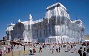 Christo und Jeanne-Claude Wrapped Reichstag Berlin